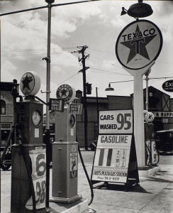 2-Berenice_Abbott_in_1935_-Westwood-Gallery_-portfolio-IV_photograph_silver-gelatin_-vintage_black-and-white_NYC_New-York_gasoline